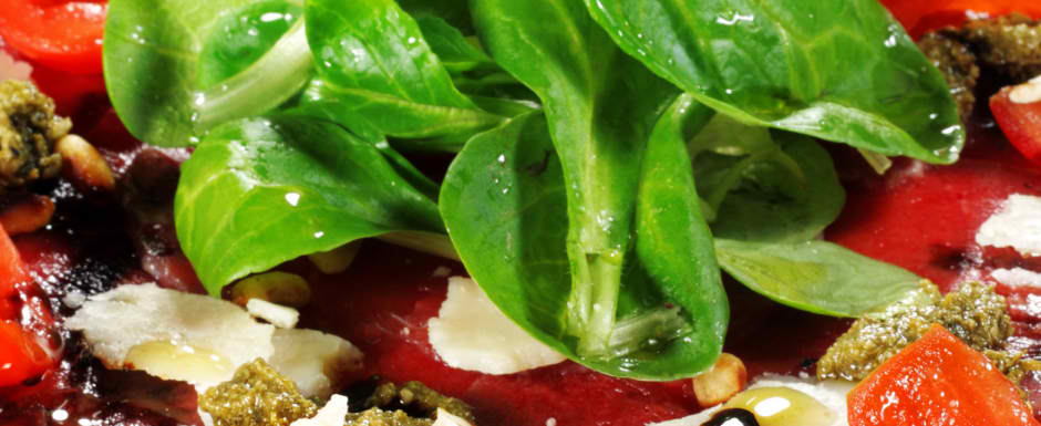 Carpaccio of beef tenderloin with rocket and luxurious Italian topping