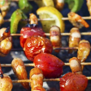 Vegetable and king prawns brochettes